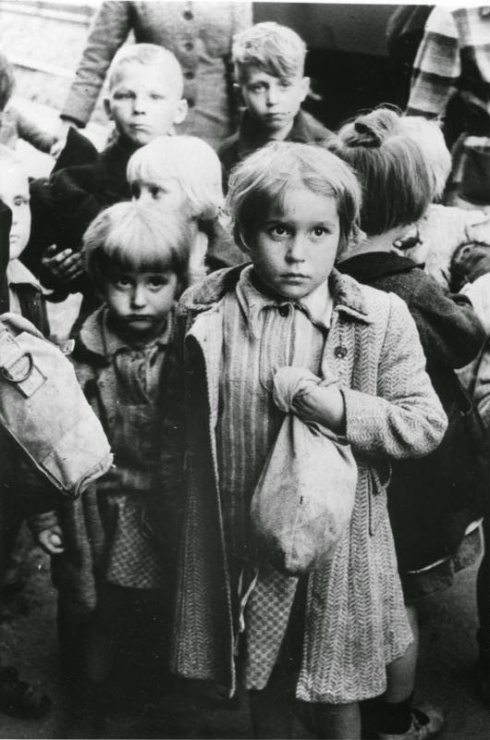 5aedc-holocaust-children