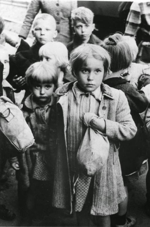 5aedc-holocaust-children